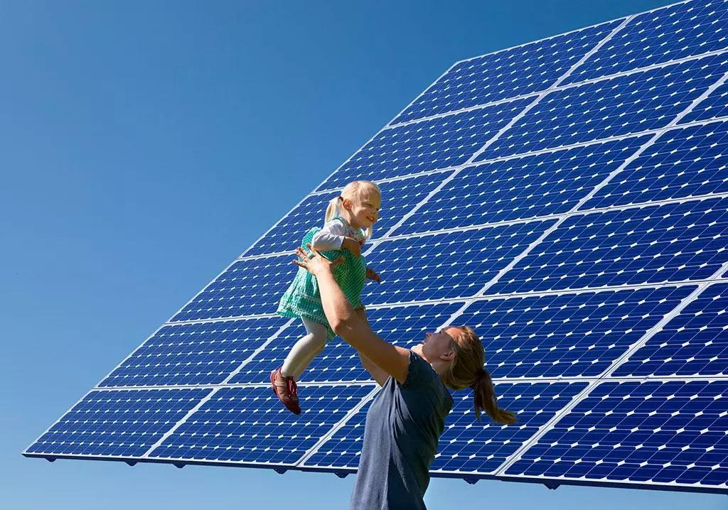 特朗普对进口光伏征税,正导致美国数十亿美元太阳能投